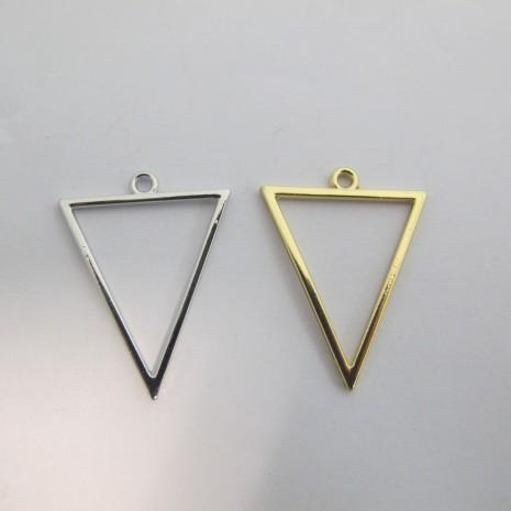 30 Pendentif triangles ajourés 35x27mm