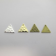 50 SEQUINS TRIANGLES 12X11MM