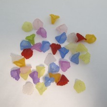 125 gm Plastic flower beads 13x12mm