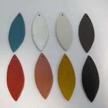 5  pendentifs feuilles en cuir 56x21mm