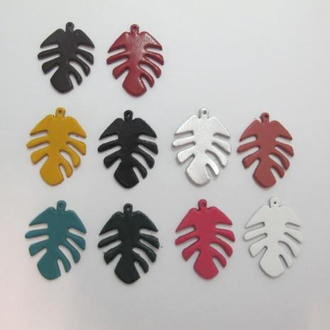 10 pendentif feuilles en cuir 42x32mm