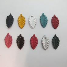 10 pendentif feuilles en cuir 27x14mm