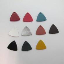 10 pendentif triangles en cuir 22x22mm