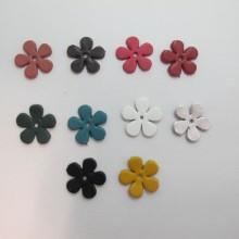 10 estampes fleur en cuir 23mm