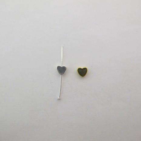 50 Perles coeur en laiton trou vertical 6x6x3mm