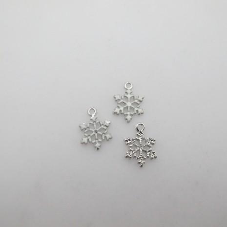 30 pendentifs flocons de neige 17x14mm