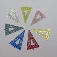 30 Filigree stamps triangle 42x26mm