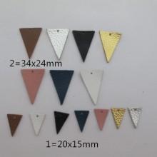 10 Pendantif triangle en cuir