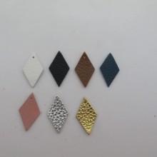 10 Diamond leather pendants 28x16mm