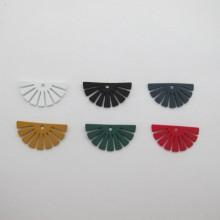 30 pcs pendentif 24x13mm en métal coloré teinté