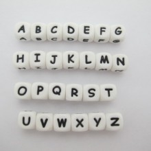Perles de lettre en silicone 12mm - 20 pcs