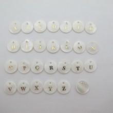 10 pcs sequins rond 26 lettres en nacre 13mm