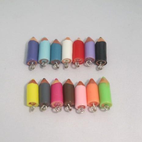 50 Breloques crayons en résine 18x7mm