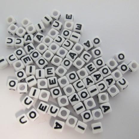 500gm cube en plastique 7mm lettres Voyelles mix