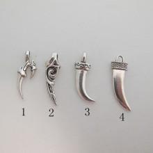 25  Pendentif  Métal Dents