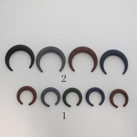 perles en plastique mat Cornes 36x35mm/57x53mm
