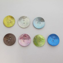 40 Mother of pearl button 25mm