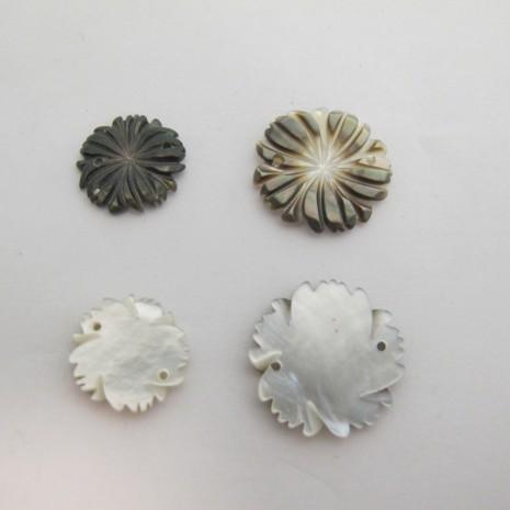 Intercalaires fleurs nacre  2 trou 15mm/20mm