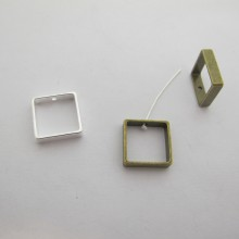 40 Spacers Square 1hole 15x15mm